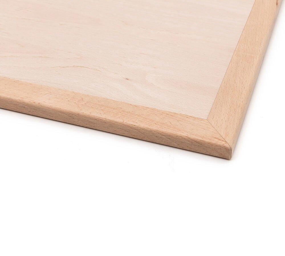Dettaglio angolo della base materasso lettino Montessori in faggio massello