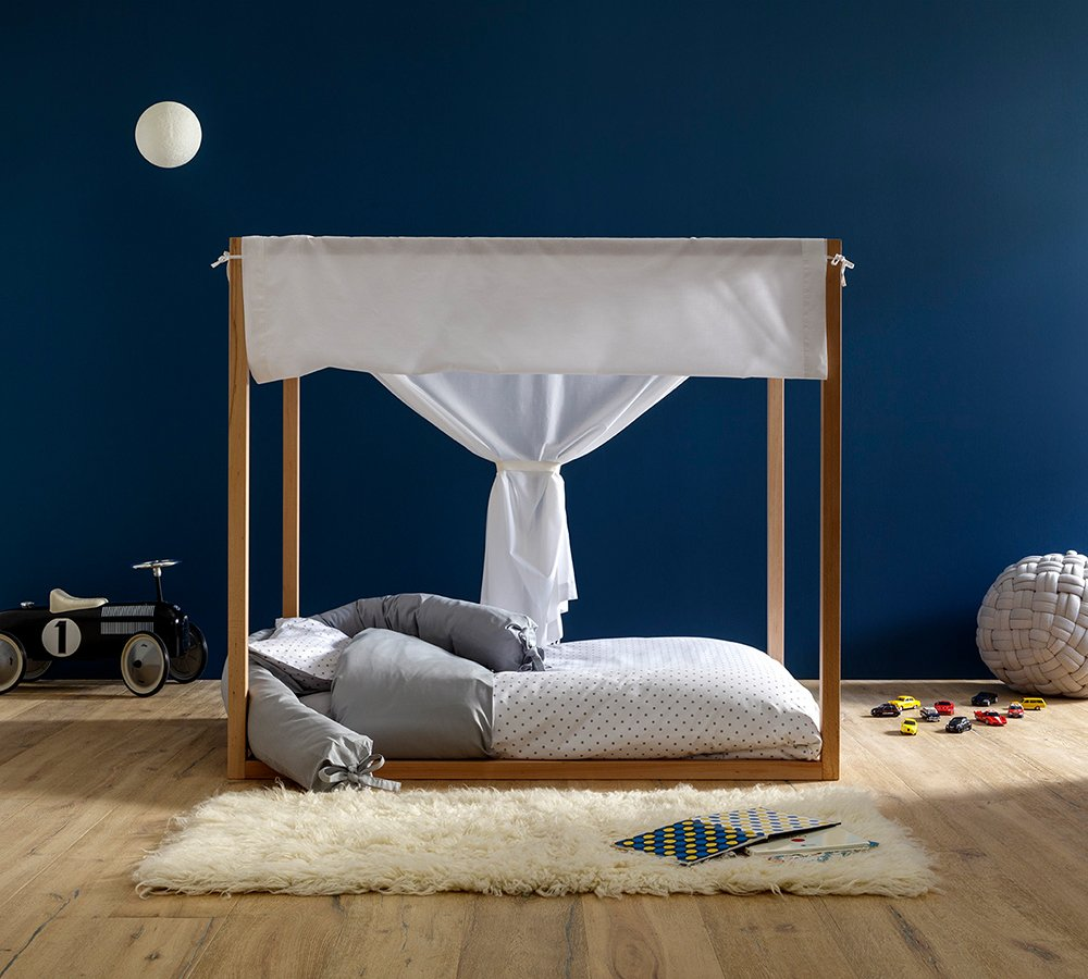 Lettino Montessori a baldacchino con tenda bianca, Babylodge